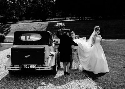 Coombe Lodge wedding, Chloe gets out the car