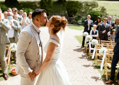 Coombe Lodge wedding, first kiss